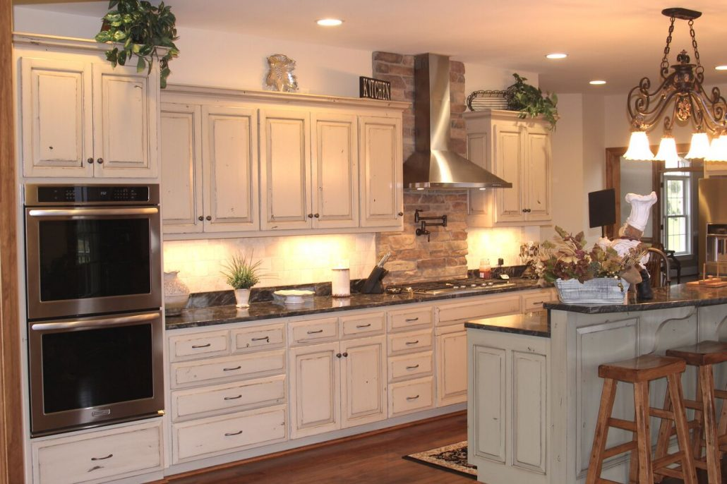 large rustic eat-in kitchen